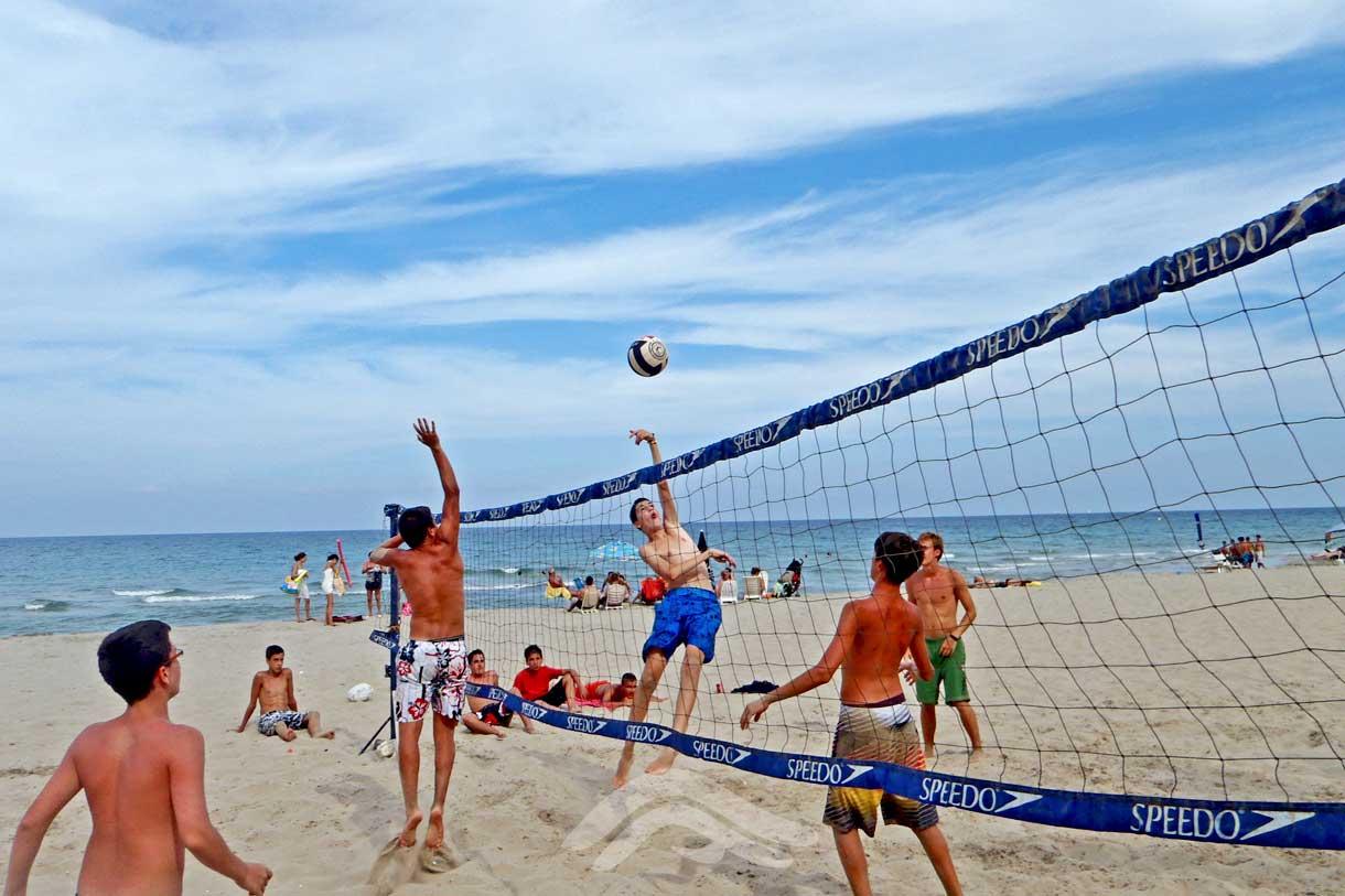 Deporte y juego en la playa