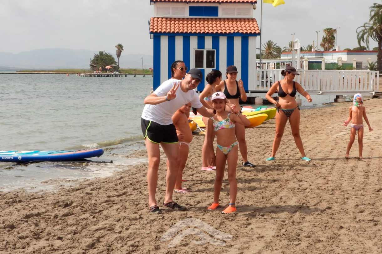 Inicio de día de actividades náuticas en familia