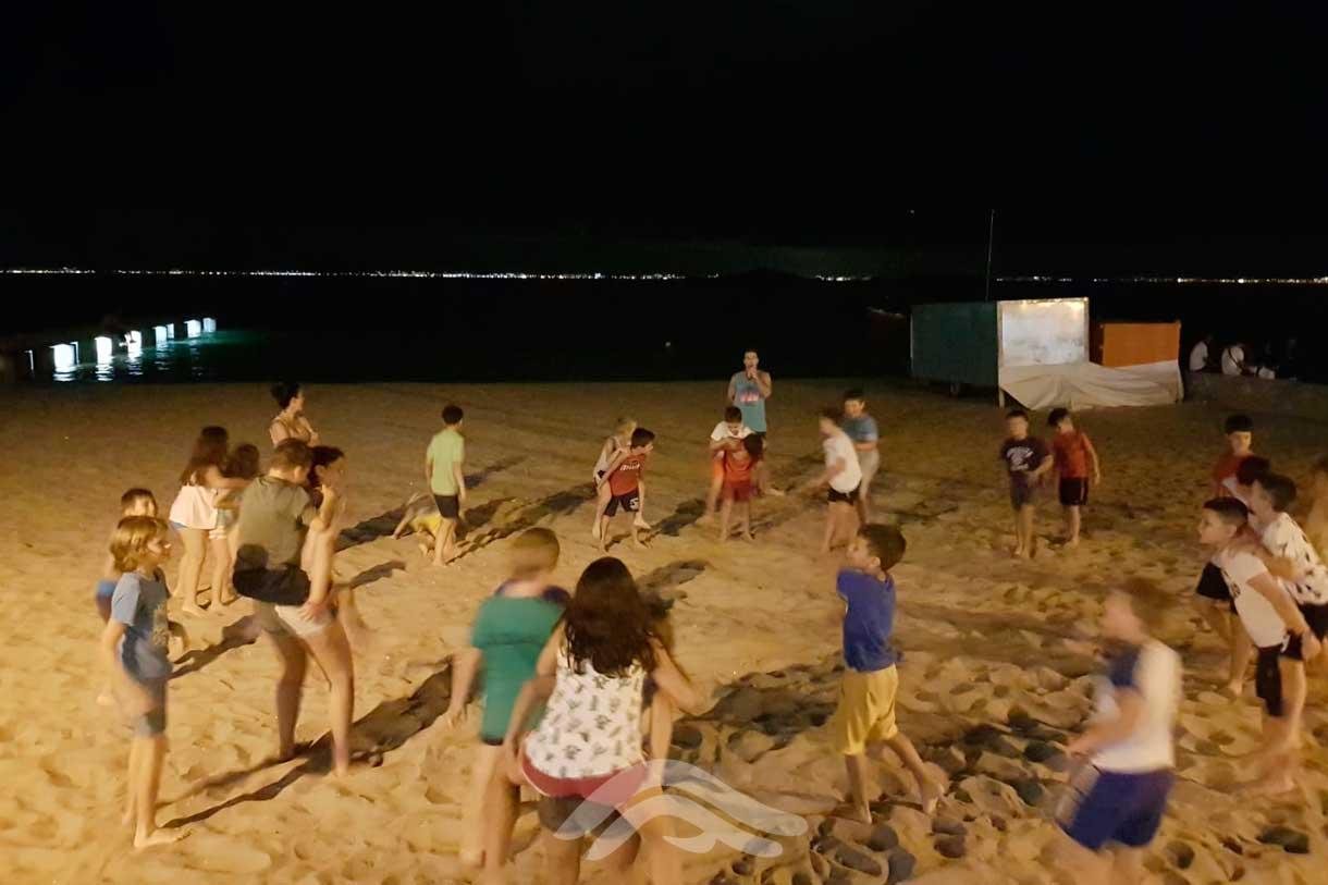 Juegos nocturnos en la playa